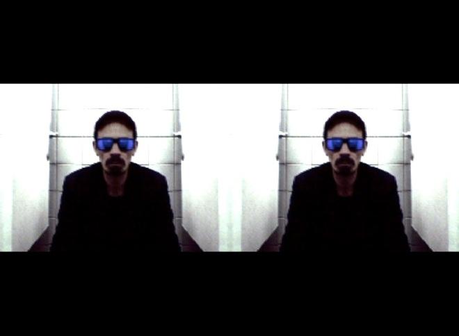 Autoportrait aux lunettes noires 02