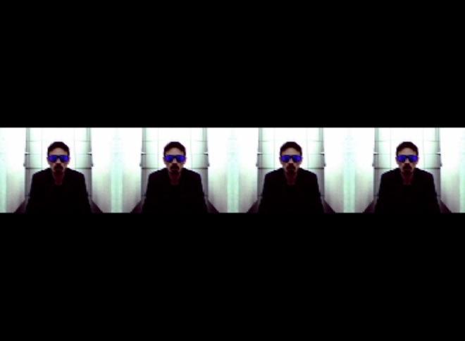 Autoportrait aux lunettes noires 03