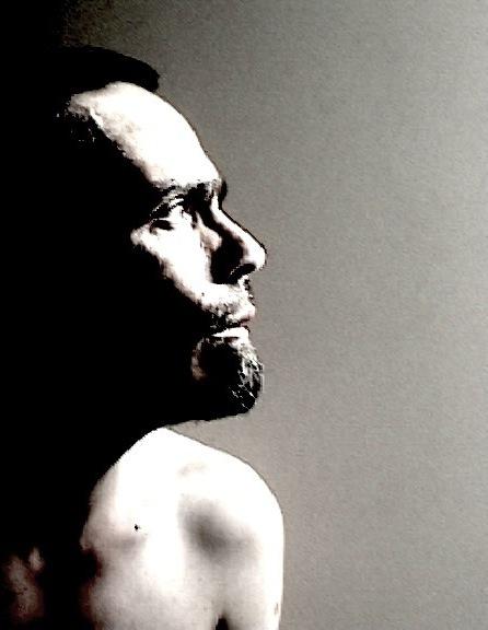 © Nicolas Carras : Autoportrait à la fenêtre 01 : 03